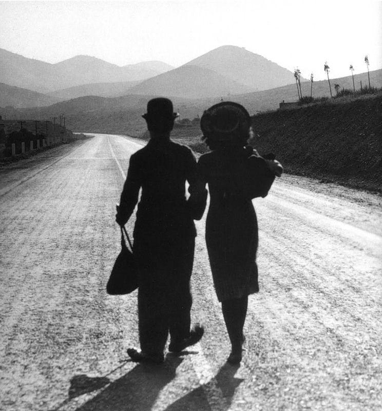 Charlie Chaplin and Paulette Goddard in Modern Times_1