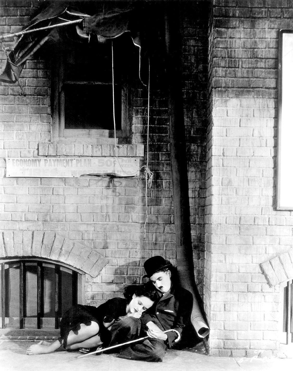 Charlie Chaplin & Paulette Goddard in Modern Times_2